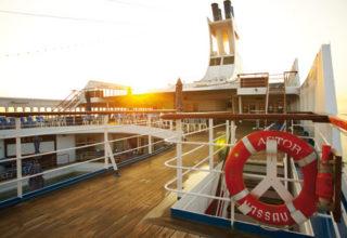 Astor-Deck-Sunrise