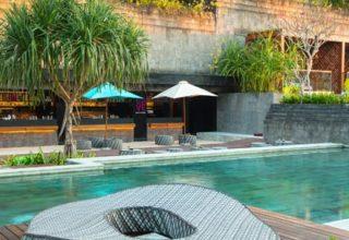 hotel-indigo-pool-lounger