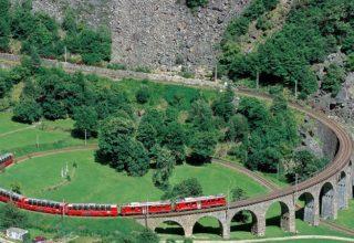 gi-t-eu-switzerland-rail-bernina-express-train-on-viaduct-rhb5421-16-9