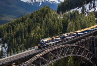 rocky-mountaineer-train-crossing-stoney-creek-bridge